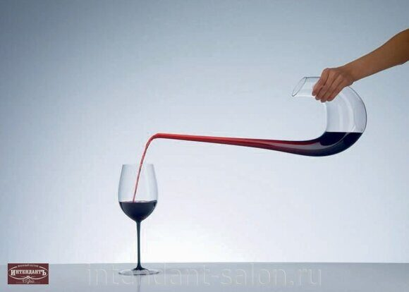 Decanter-Swan-Pouring 1